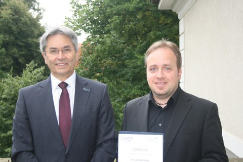 TUD Rector handles Catalin the TUD Young Investigator certificate