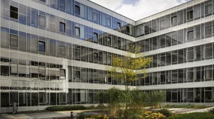 Das Foto zeigt den Neubau Chemie / Wasserwesen - Innenhof
