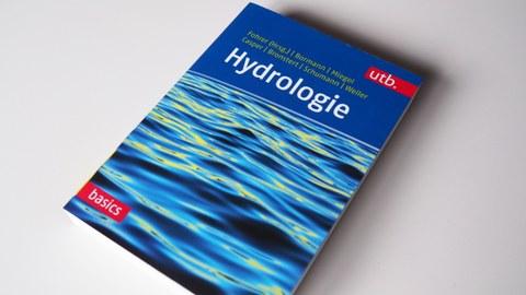 Titelseite des Buches Hydrologie