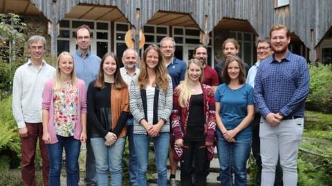 Jungforscher nehmen Gewässer im Bayerischen Wald unter die Lupe