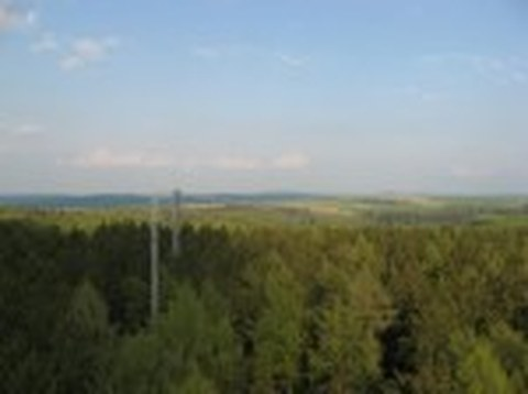 Blick von Gittermast 1 über GM 2 und Hauptturm