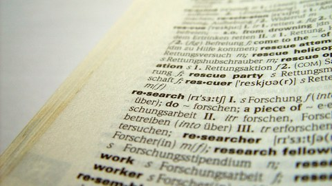 """Englisches Wörterbuch aufgeschlagen beim Stichwort """"Research"""""""