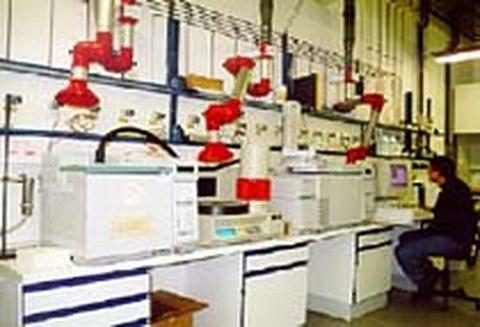 Analyse grundwassergefährdender Verbindungen im Labor