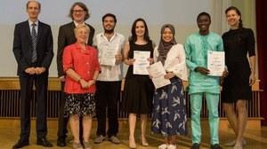 Mehrere internationale Studierende