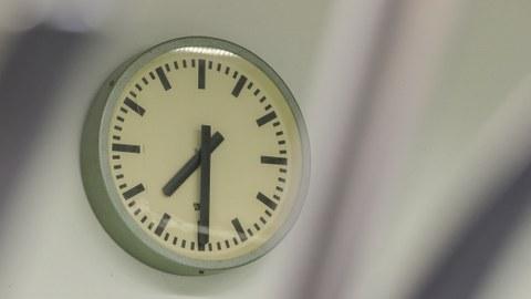 Eine Uhr im Labor