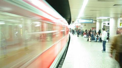 Zugankunft Frankfurter S-Bahn Station