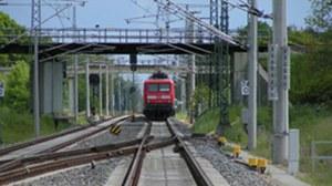 Vorderansicht E-Lok BR 114 auf der Strecke