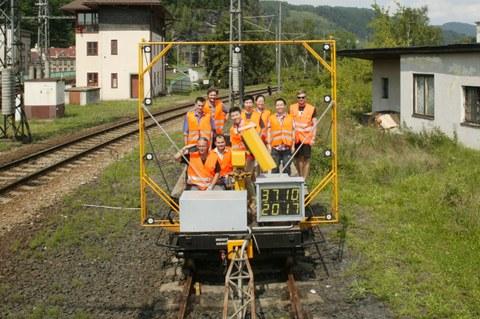 Gabarit-measuring vehicle group photo