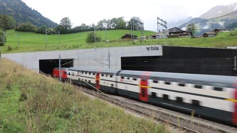 Einfahrt in den Lötschberg-Basistunnel