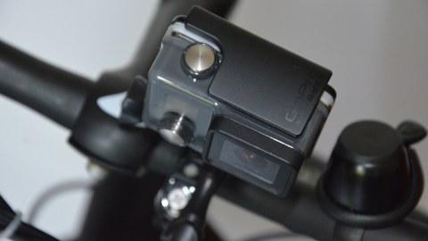 GoPro-Kamera auf Lenkrad montiert