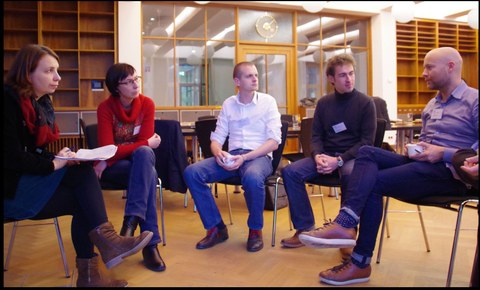 Diskussionsgruppe um Angela Francke