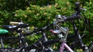 Detailabbildung abgestellter Fahrräder