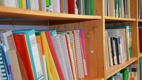 Buchrücken Bibliothek