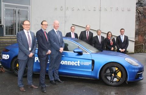 Übergabe des porsche Panamera an das Institut für Automobiltechnik Dresden
