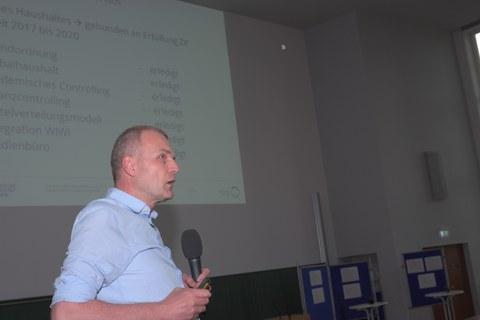 Prodekan für Verwaltung und Finanazen Prof. lippold