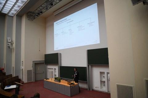 Albrecht Michler beim Vortrag auf der Sicherungstechnischen Fachtagung