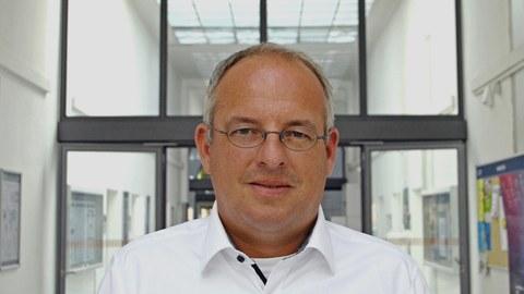 Zu sehen ist Professor Florian Siems