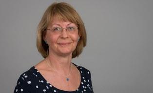 Das Bild zeigt ein Portrait von Karin Emmel.