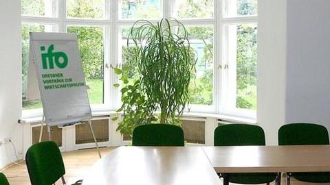 Sitzungsraum beim ifo Dresden