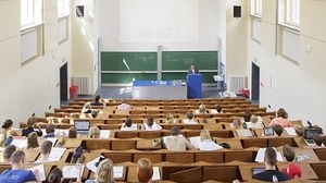 You see the lecture hall SCH A 251 in the Georg Schumann-Bau