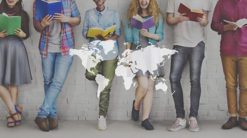 Es sind internationale Studierende zu sehen