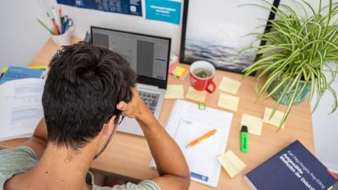 Studierender am Computer