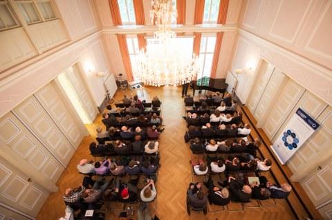 Blick auf Saal von oben