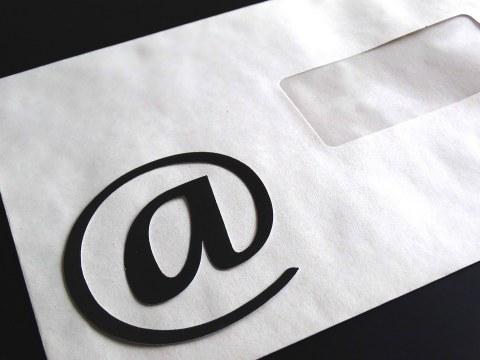 Brief mit E-Mail Symbol