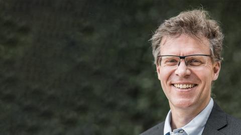 Porträt von Prof. Matthias Hebrok