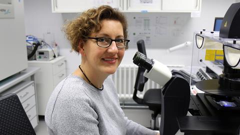 Dr. Hella Hartmann, Leiterin der Serviceeinrichtung für Lichtmikroskopie (LMF) der CMCB Technologieplattform der TU Dresden
