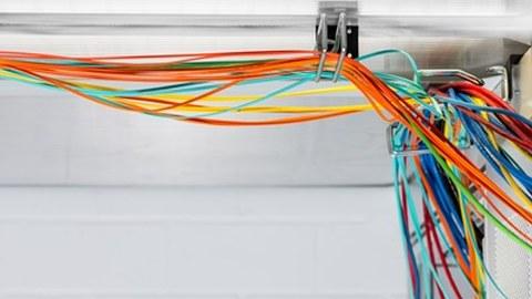 Viele bunte Kabel