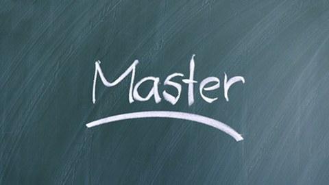"""Das Wort """"Master"""" steht an einer Tafel"""
