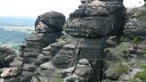 Felsen in der Sächsischen Schweiz mit Kletterern
