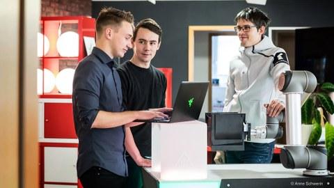 v.l.n.r: Christoph Biering, Christian Piechnick und Jan Falkenberg (Teil des Gründerteams von Wandelbots)