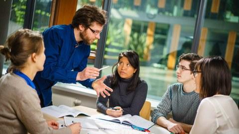 Teilnehmer eines Weiterbildungsseminars in der Graduiertenakademie