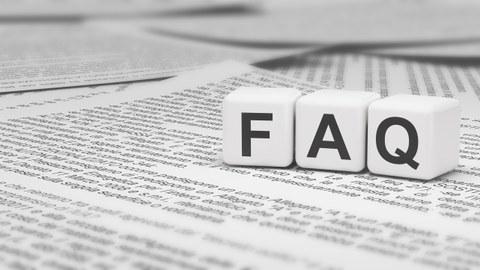 Würfel, die das Wort FAQ darstellen