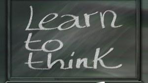Tafel mit Aufschrift Learn to Think