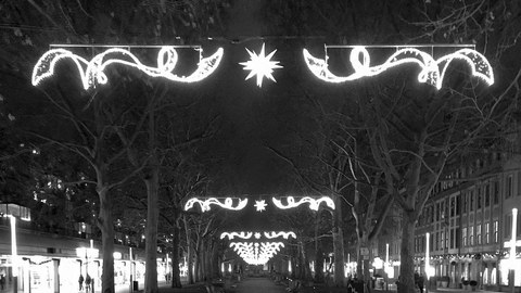 Christmas picture of the Hauptstraße Dresden in black and white