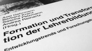 """Foto des Deckblattes des Buches """"Formation und Transformation in der Lehrerbildung - Entwicklungstrends und Forschungsbefunde"""""""