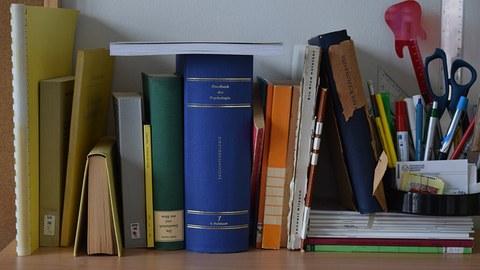 Bild mit Büchern