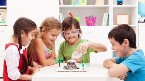 Kinder forschen im Labor