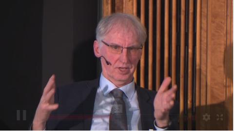 Screenshot von Prof. Dr. Martin Jehne bei einer aufgenommenen Diskussion im Salon Sophie Charlotte
