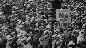 """Bildausschnitt: """"Nie-Wieder-Krieg-Demonstation"""", Berlin, 10. Juli 1922. Original: Library of Congress"""