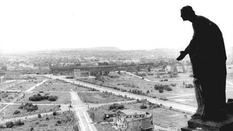 Dresden 1945: Blick vom Rathausturm Richtung Hauptbahnho