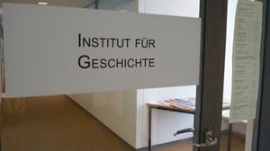 Eingang des Instituts