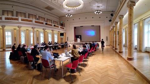 Konferenz-Tischrunde