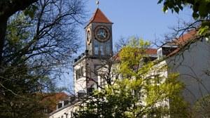 Blick auf das Institusgebäude