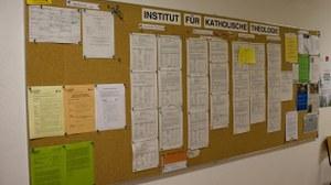 Das Schwarze Brett am Institut - Anlaufstelle für Studenten und Beschäftigte