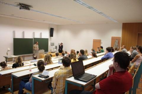 Zuhörer des Vortrags von Herrn Hill