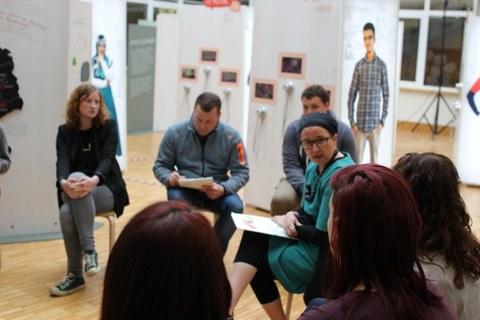 Anja Besand in der Ausstellung